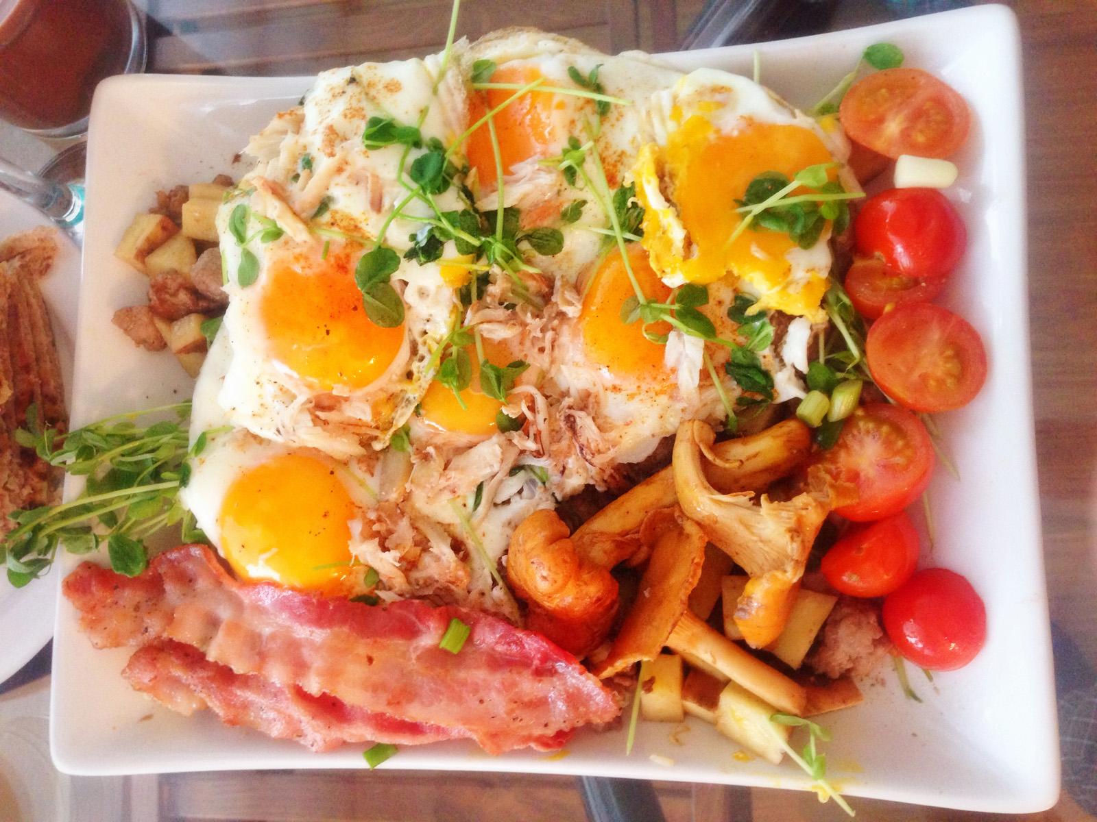 Fancy Egg Breakfast Sunny-Side-Ups
