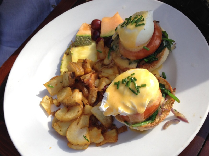 classic eggs benedict @ the five points