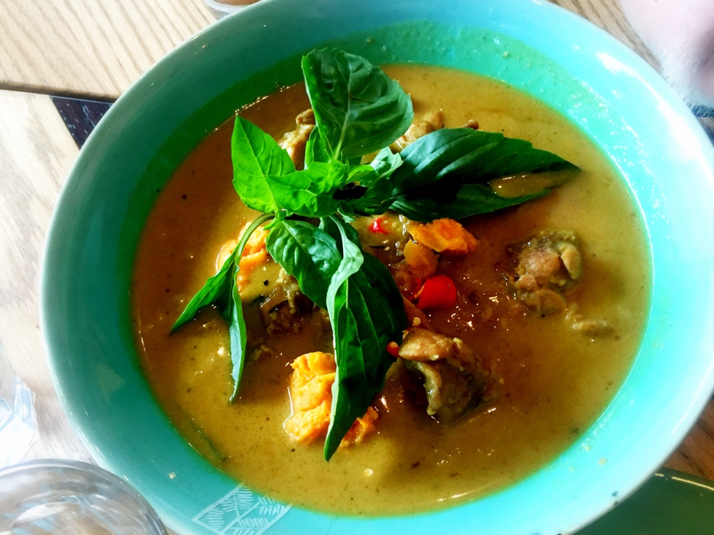 Cari Gà – Light yellow curry with chicken