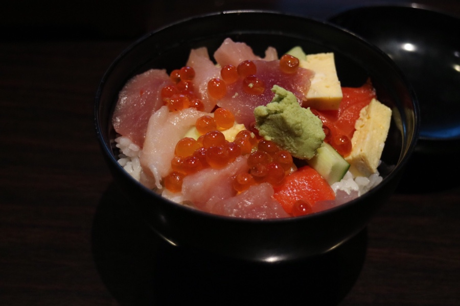 Chirashi Don in Sashimi Boat Dinner Set