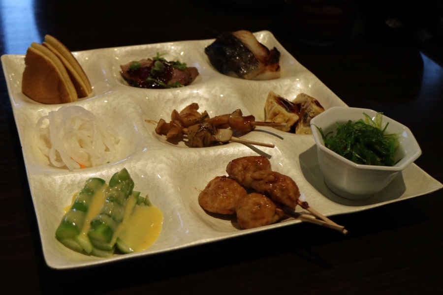 Condiments in Sashimi Boat Dinner Set