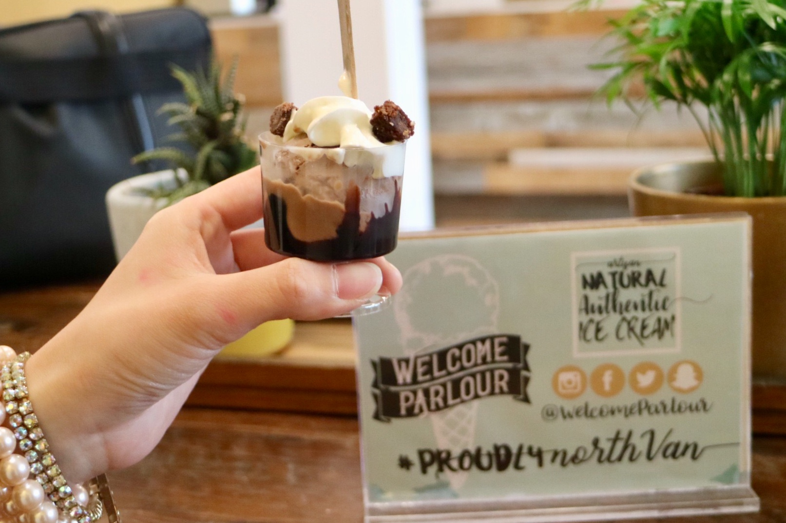 Cadeaux Brownie Hot Fudge Sundae