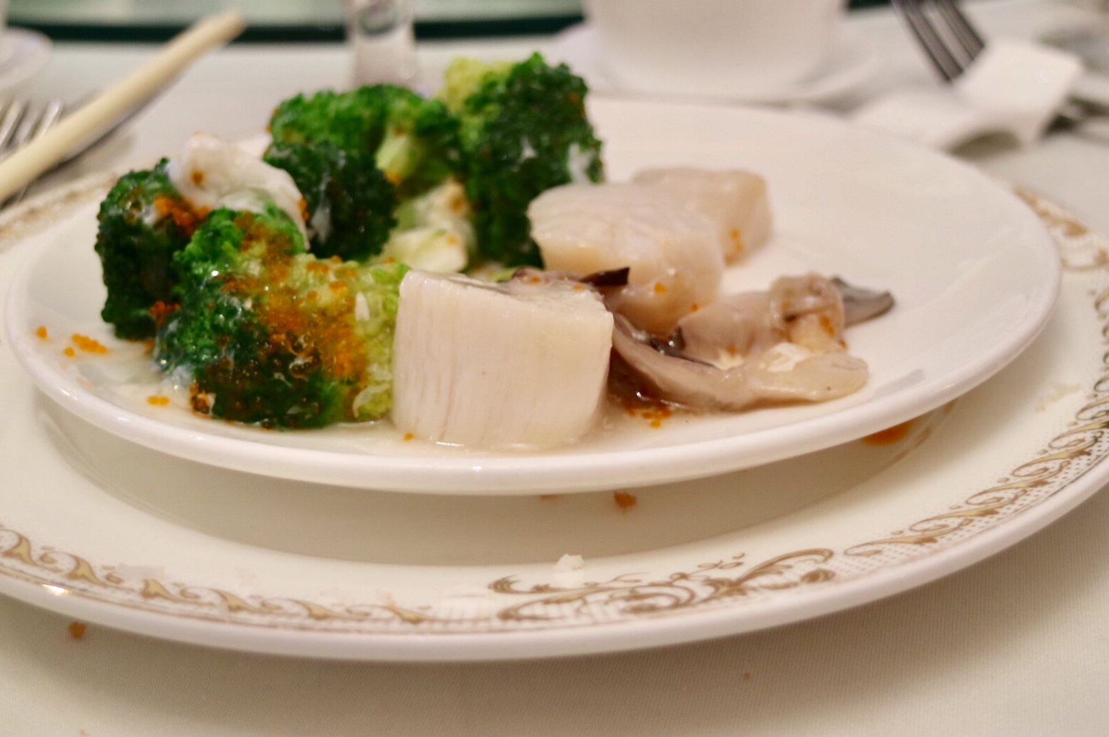 Fresh Scallops with Broccoli and Oyster Mushroom