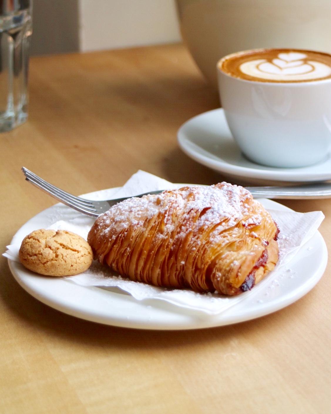 Sfogliatella & Latte