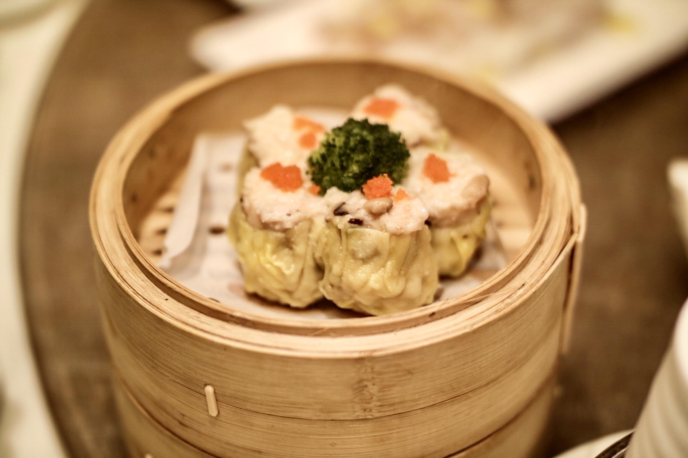 Steamed Pork Dumpling with Crab Roe (蟹籽切肉燒賣皇)