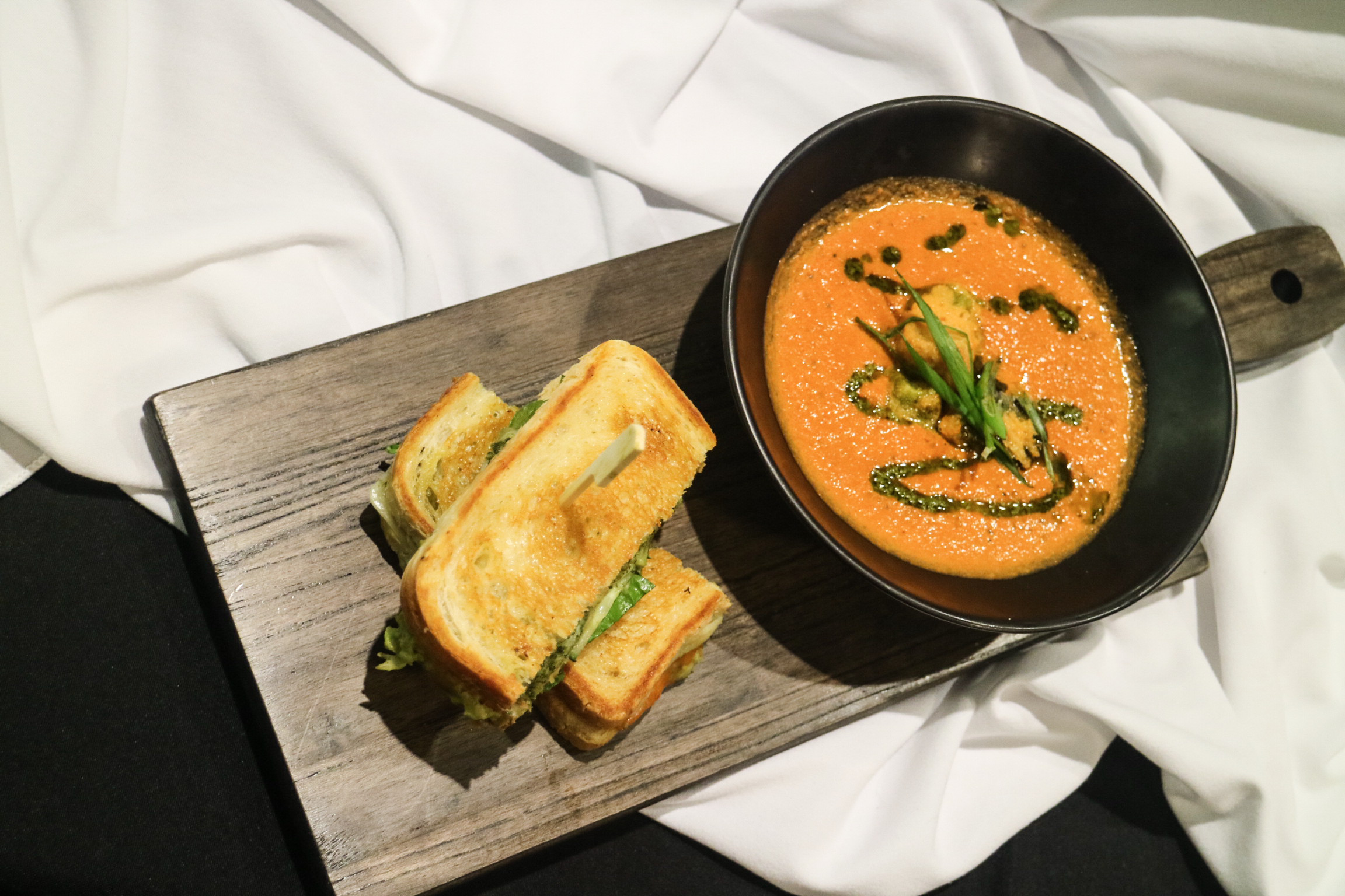 Daily Soup (Tomato Soup) with Garlic Toast