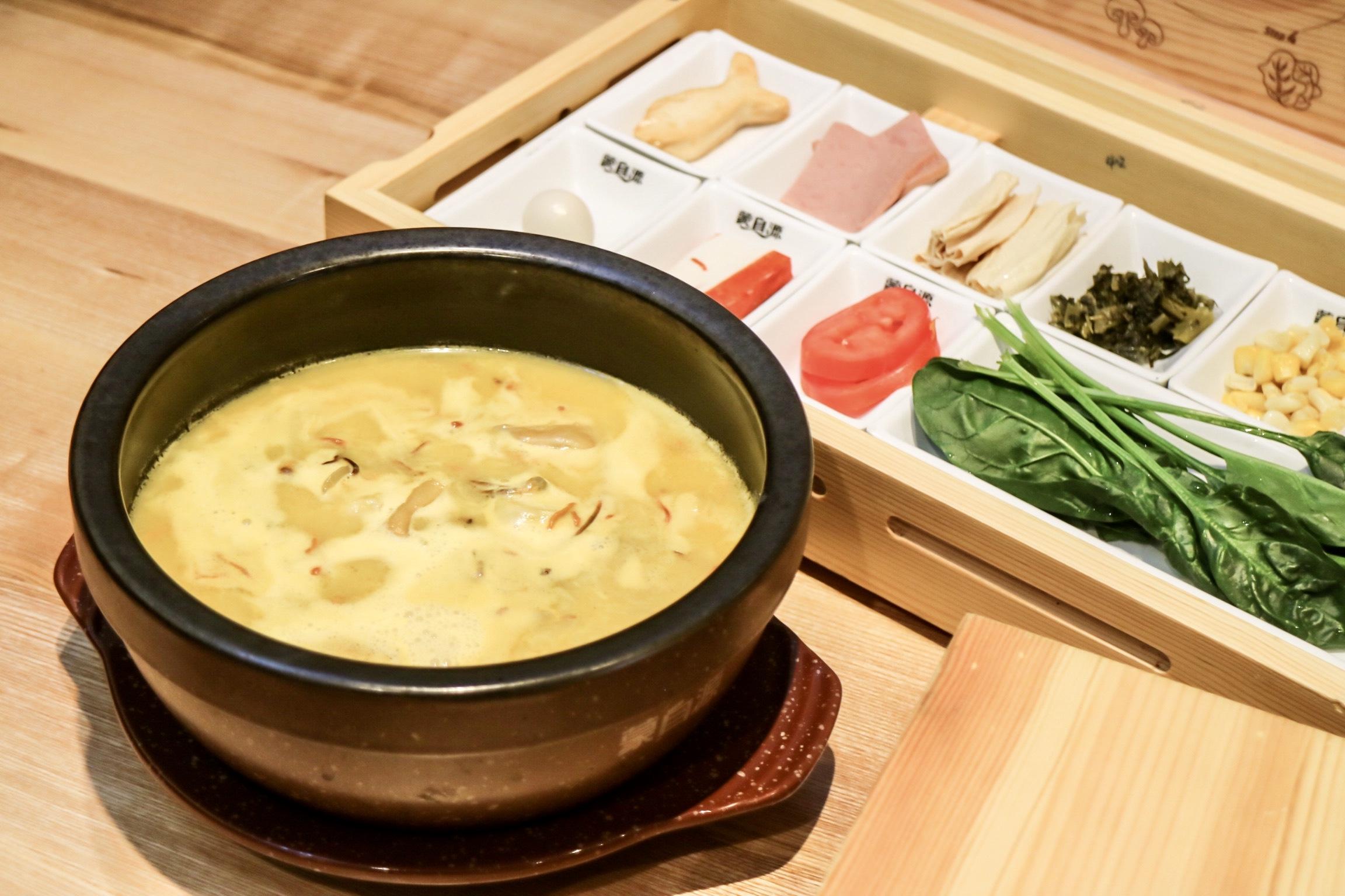 """""""Crossing The Bridge"""" rice noodle soup"""
