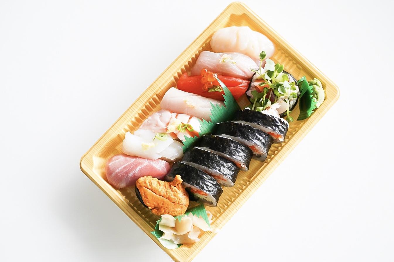 Nigiri Premium @ Sashimiya - from the top counter-clockwise: Hotate, Kanpachi, Sockeye Salmon, Hamachi, Atlantic Salmon Belly, Ika, Chutoro, Uni.